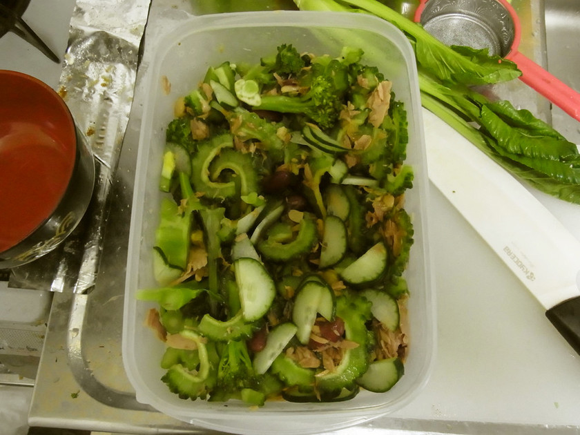 ゴーヤーとブロッコリーのグリーンサラダ