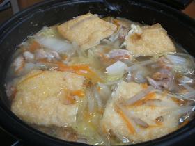 香ばしくて美味しい!焦がし鶏と根菜の中華鍋