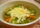 オクラとチーズのコンソメスープ
