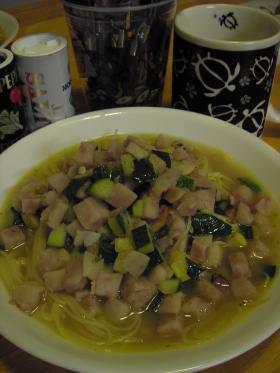 タロ芋とズッキーニのスープパスタ