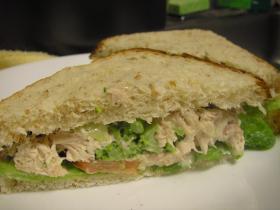 残りものチキンのよみがえりサンドイッチ