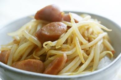 モヤシのピリ辛中華丼