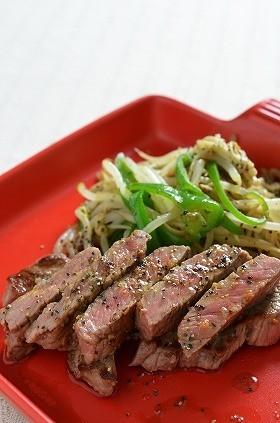 安いステーキ肉が簡単に絶品もやし炒め添え