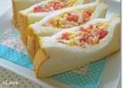 赤パプリカと卵のサンドイッチ