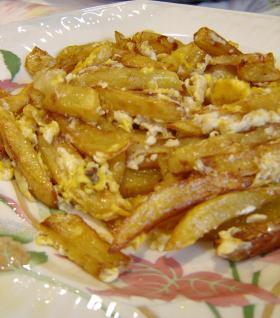 フライドポテトと卵で2種料理