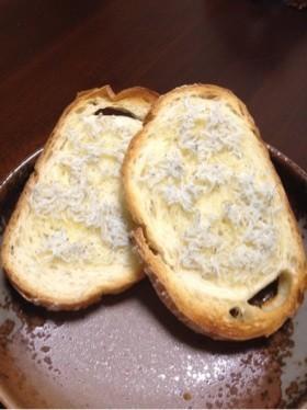 フランスパンのシラスバタートースト