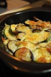 なすとズッキーニと完熟トマトのチーズ焼きの写真