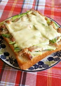 焼豚ときゅうりマヨ和えトースト