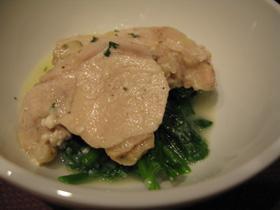 鶏むね肉の白ワイン蒸し チーズソース添え