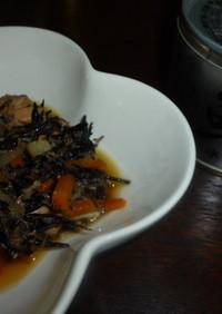サバの水煮缶とひじきの煮物