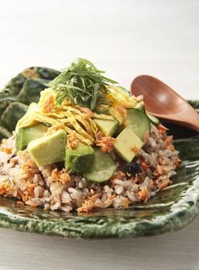 アボカドと鮭の雑穀ちらし寿司