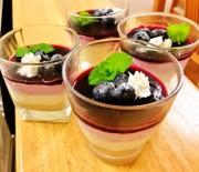 ブルーベリームースのレアチーズケーキの写真