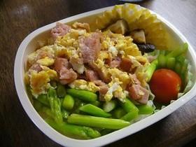 スパム卵とアスパラの2色弁当