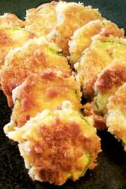 ズッキーニのクラッカーフライ、揚げ焼きの写真