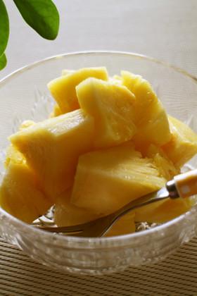 簡単!パイナップルの葉の取り方と切り方
