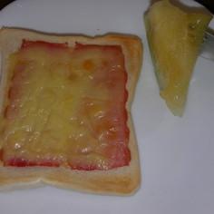 ベーコンチーズトースト