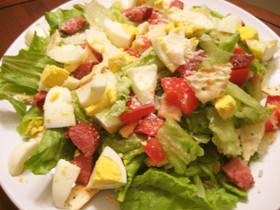 カリカリソーセージ&クラッカーのサラダ