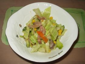 残り物のローストビーフで作るサラダ
