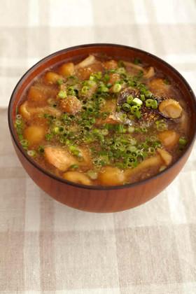 焼き鮭となめこの味噌汁
