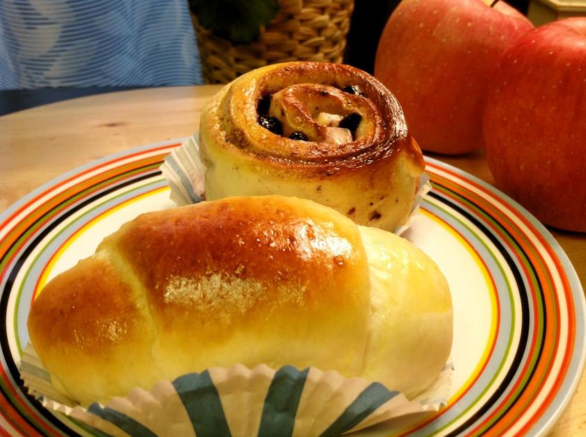 HBウインナーロールとクリームチーズパン