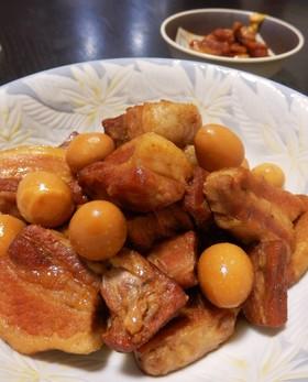 豚ばら肉とうずらの卵の甘辛煮