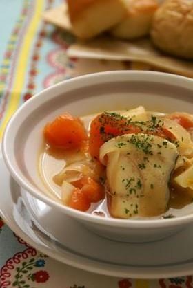 タラとじゃが芋、トマトのスープ