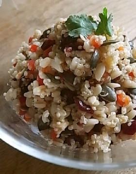 キヌアと麦とクランベリーのサラダ