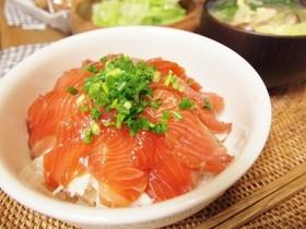 簡単一皿飯*漬けサーモンとマヨオニオン丼