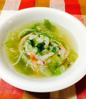 レタスとカニカマで♪生姜入り中華風スープ