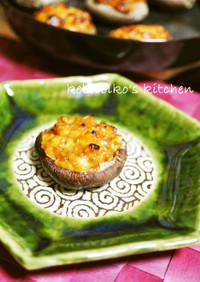 醤油麹チーズソースをのせて椎茸の焼いたん