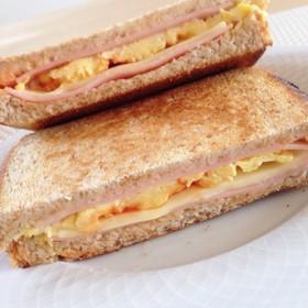 ハム\u0026チーズ\u0026卵のホットサンド