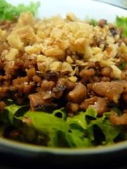 合挽ミンチと干し椎茸の中華そぼろ丼の写真