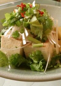 パクチーと焼き豆腐のエスニックサラダ