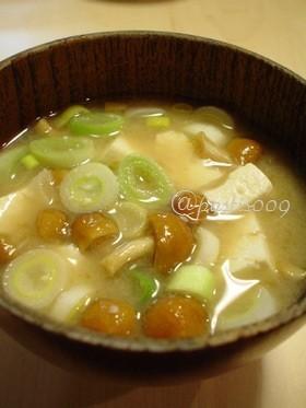 【おみそ汁】豆腐となめこのお味噌汁