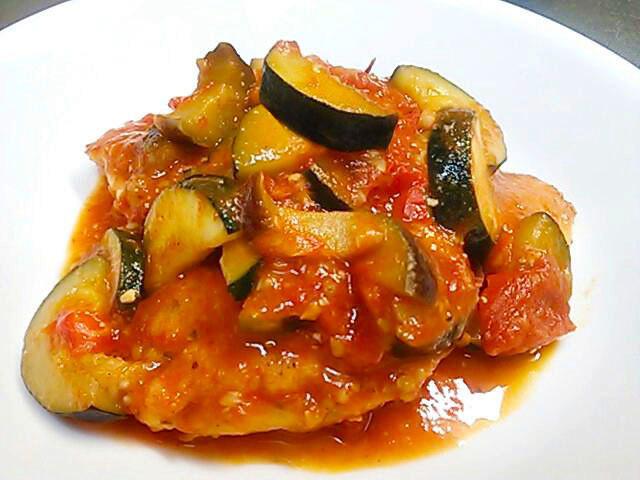 フライパンひとつ鶏肉のフレッシュトマト煮