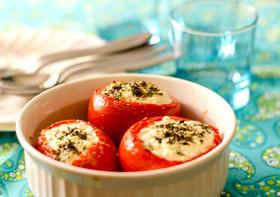 卵とゴートチーズのトマトカップ焼き