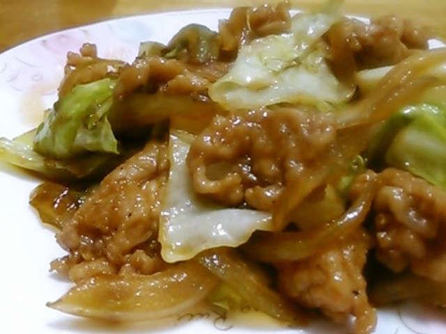 キャベツ と 豚肉 の 炒め 物