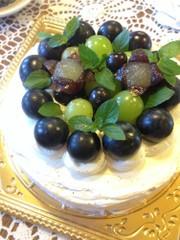 ぶどうのデコレーションケーキの写真