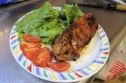 加美良ステーキ(鶏むね肉のニラ包み焼き)の写真