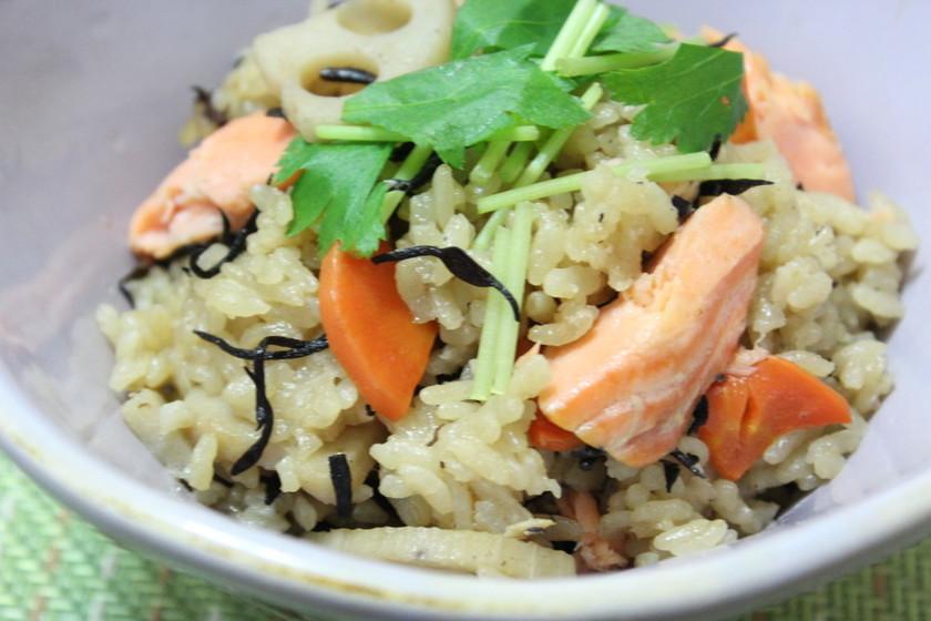 鮭とひじきレンコンの炊き込みご飯