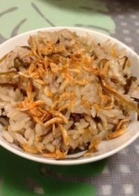 塩昆布と乾燥オキアミの炊き込み御飯