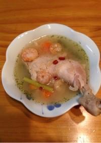 若鶏のトムヤムクン風 清湯スープ
