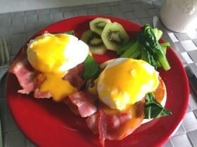ハワイの朝食!華やかエッグベネディクト♪