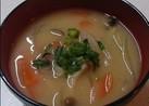 白味噌ベースの野菜の味噌汁