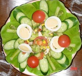 鶏ささみとブロッコリーの彩りサラダ