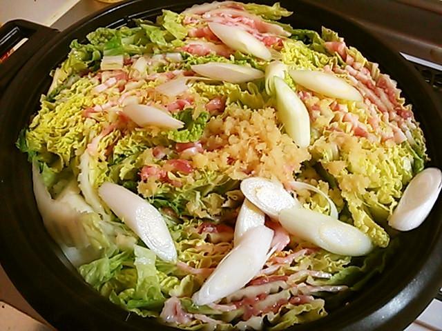 生姜たっぷり♡豚肉&白菜のミルフィーユ鍋