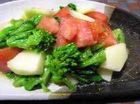 菜の花とリンゴとトマトのサラダ