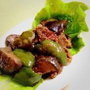 サンチュで食べる!簡単、甘辛豚ナス炒めの写真
