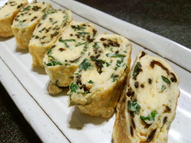 大葉と塩昆布入りの卵焼き