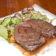 5.鹿もも肉のステーキ